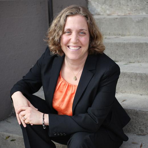 Elana Naftalin-Kelman - Headshot